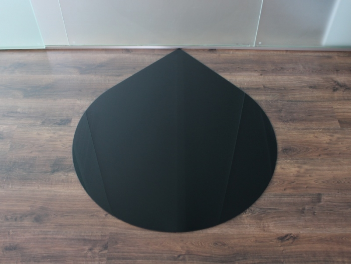 tropfen 125cm glasplatte schwarz funkenschutzplatte kaminbodenplatte. Black Bedroom Furniture Sets. Home Design Ideas